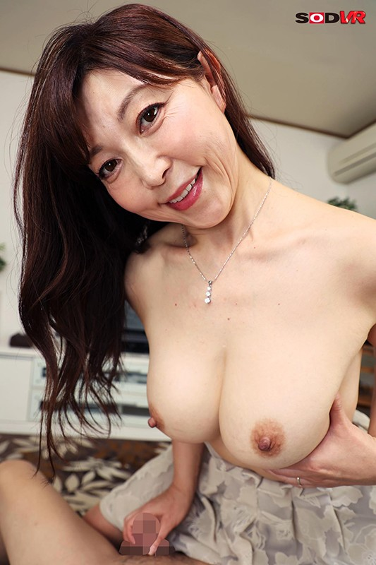 【VR】全肯定ママ。 「おっぱい好きなの?ママの胸で甘えさせてあげる」おっぱい好きな僕を爆乳で包み込んでくれるマジ女神。 成咲優美Hカップ46歳