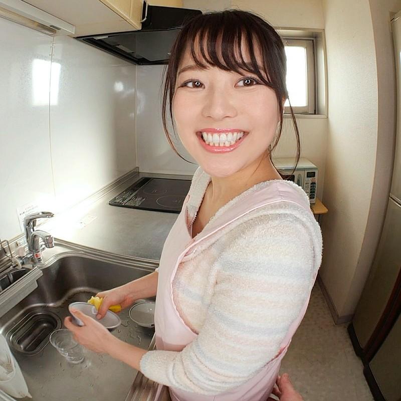 【VR】キッチンで作業する彼女にセクハラ!怒られるもめげずにセクハラしていると欲情した彼女が迫ってきて…キッチンでイチャラブエッチ! 宮沢ちはる