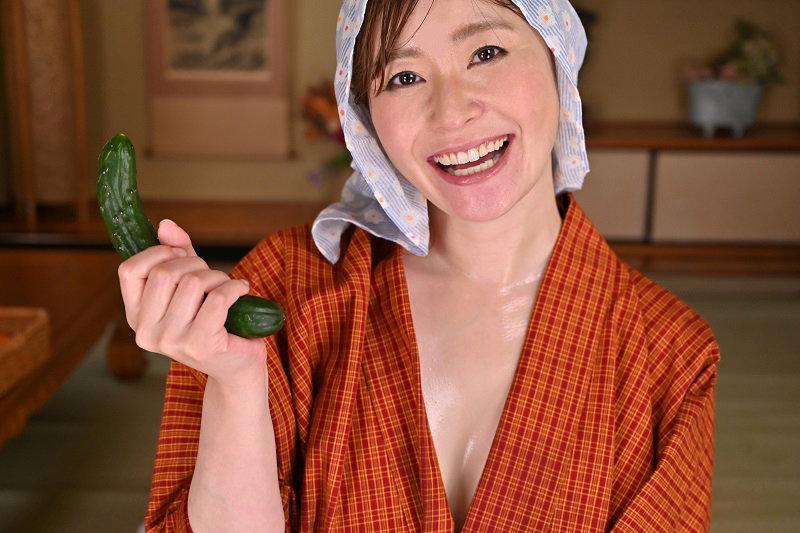 【VR】隣村のオサセな娘っ子が今日も野菜を売りに来たのでオチ○ボ&オマ○ゴ!性の喜び貪りまくりの超昭和肉感特化性交 葵百合香