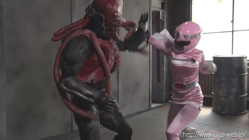ヒロイン洗脳Vol.25 磁力戦隊マグナマン ブルーを狙うピンクの魔の手001