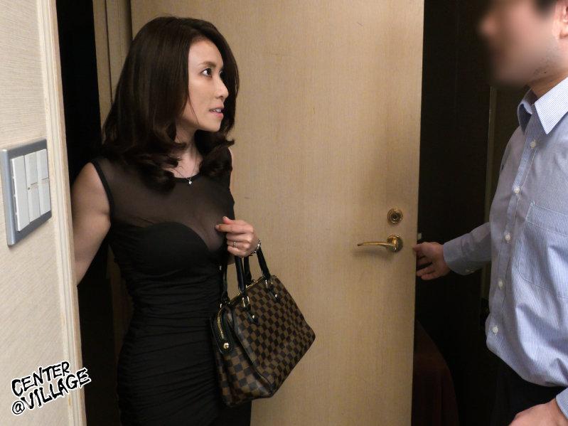 熟女デリヘルを自宅に呼んだら…やってきたのは会社の上司!?立場逆転でまさかの言いなり下剋上中出しセックス 水野優香