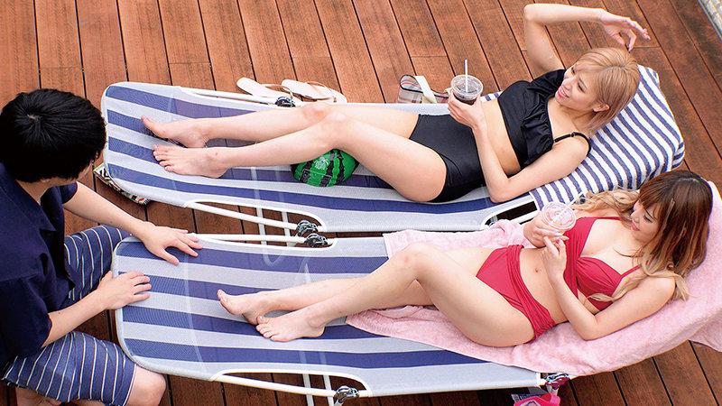 湘南の海で出会った水着ギャルがデカチン童貞君と「素股オイルマッサージ」に挑戦! 生マンにヌルヌルこすれるデカマラに発情しちゃって『おま○こに入れてみるw』そのまま筆おろし生ハメ中出しSEX!!